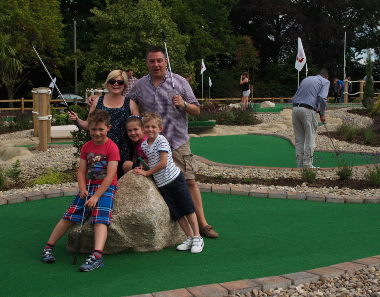 adventure-golf-players