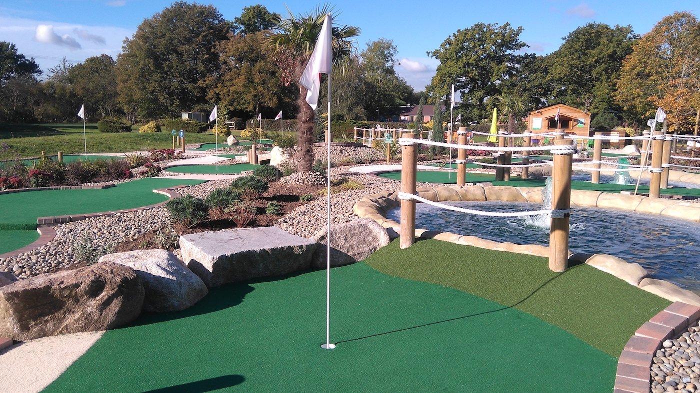 adventure-golf-pole