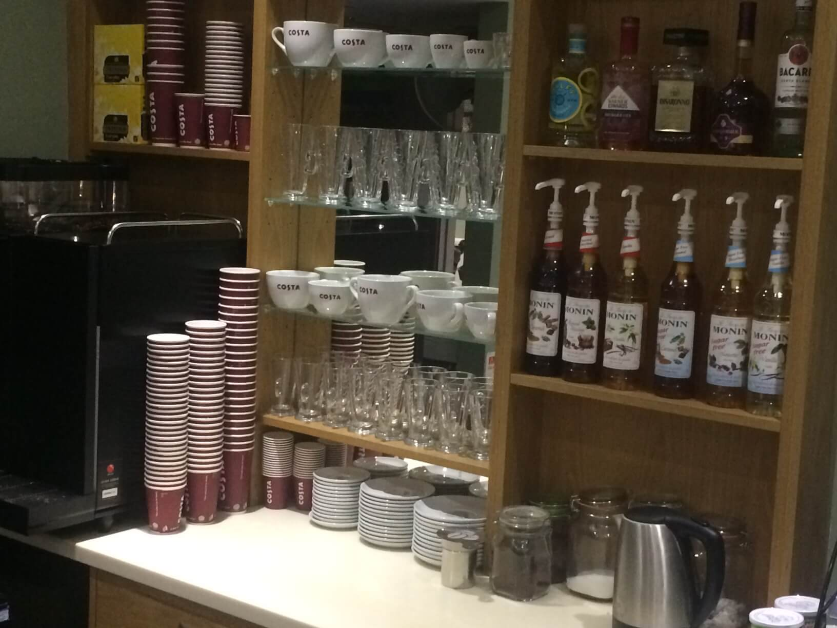 costa-coffee-bar