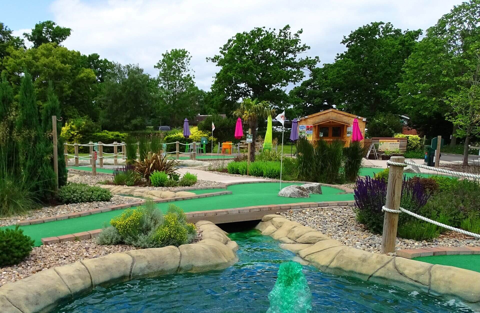 four-ashes-adventure-golf-02-1920-1254