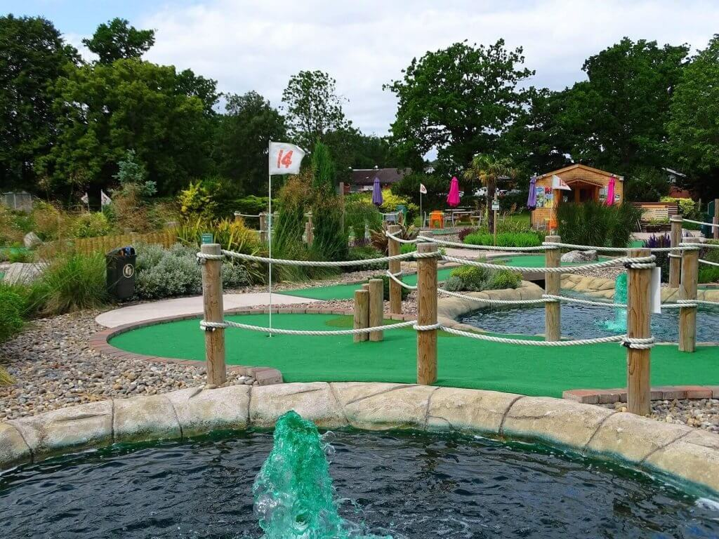 four-ashes-adventure-golf-09-1920-1440
